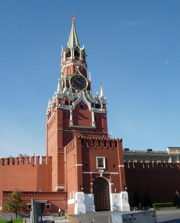 Спасская башня Московского Кремля с вновь обретенной ...