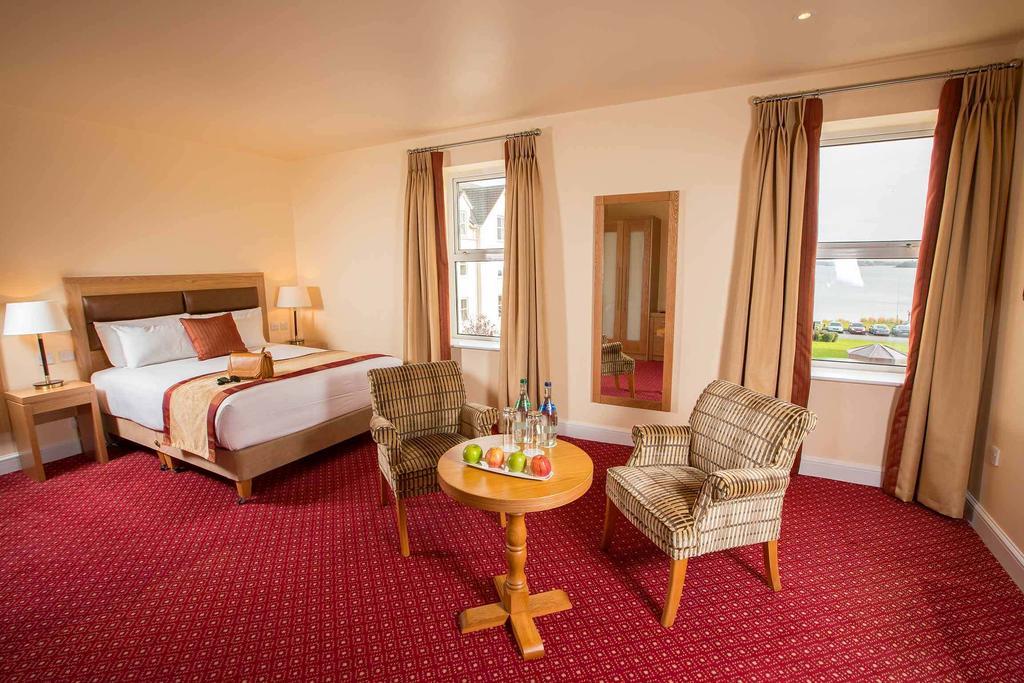 Hodson Bay Hotel, Athlone.