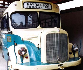 Το παλιό λεωφορείο της γραμμής Ανω Χώρα - Ναύπακτος, αποτελεί πλέον μουσειακό είδος
