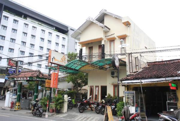 Khresna Guest house
