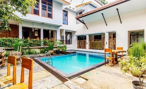 3. Lotus Art Garden Hotel