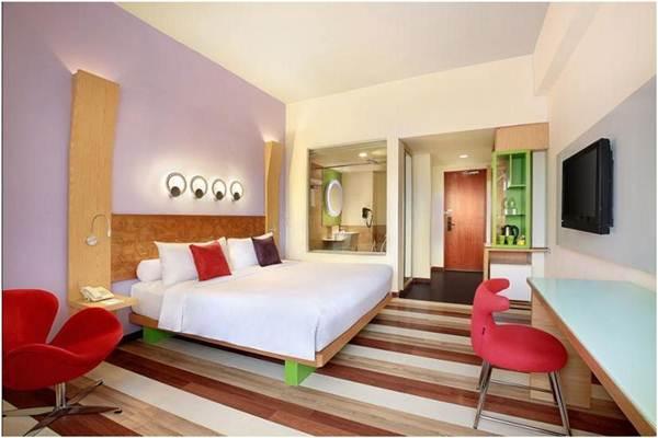 View Kamar Hotel Ibis Styles Yogyakarta yang luas, bersih, dan nyaman.