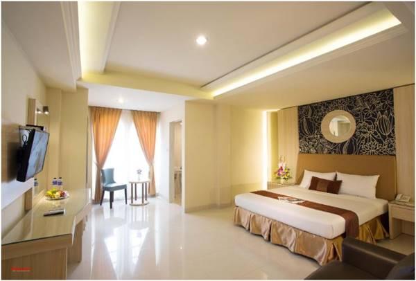 View Kamar Hotel Grand Rosela Yogyakarta yang luas, bersih, dan nyaman.