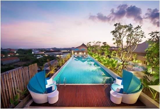 Kolam Renang Rooftop Hotel Ramada Bali Sunset Road Kuta