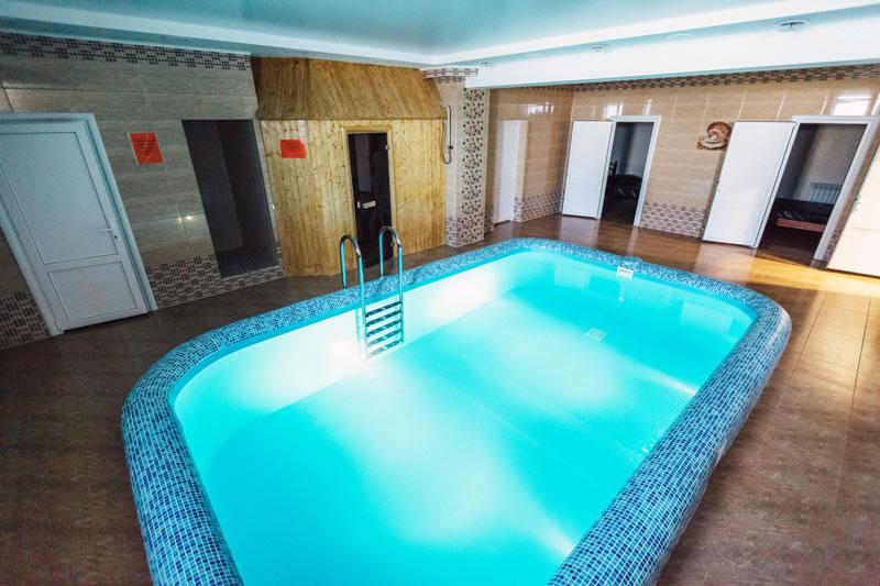Бассейн в гостинице Сокол в Сорочинске