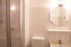 Helles Badezimmer in Ferienwohnung auf der Insel Usedom