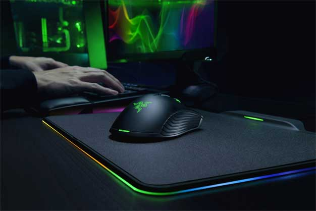 small razer hyperflux right Want a really cool looking mouse for your Xbox console? Microsoft and Razer are already working on it!