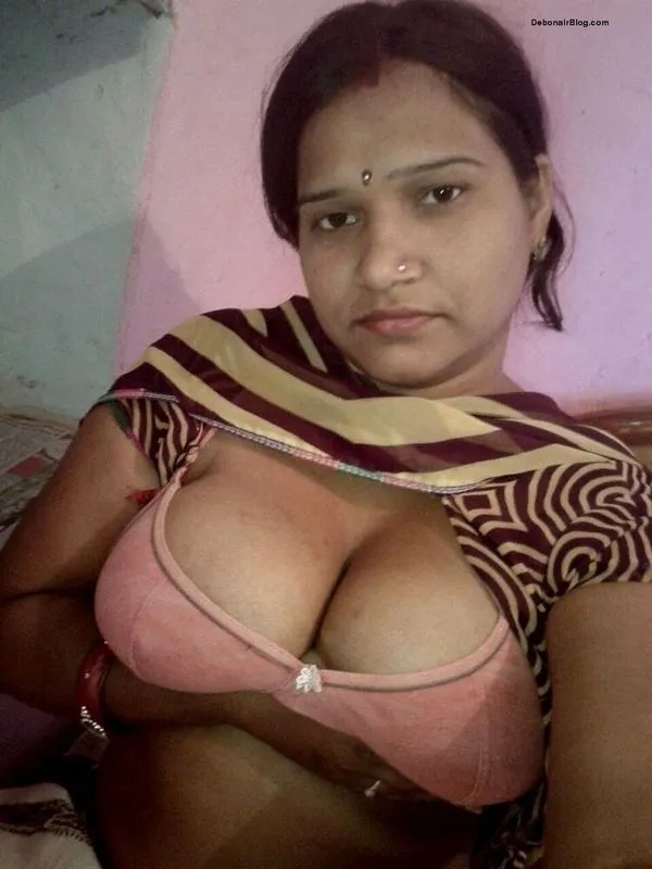 Desi housewife removing blouse and bra showing big boobs