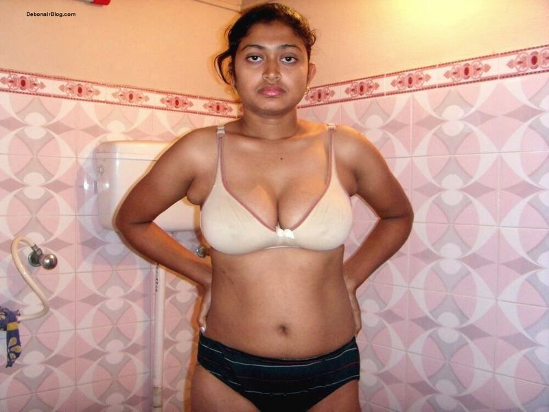 Bengali college babe posing in bra panty bathroom pics