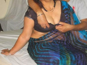 indian nude big boobs housewife aunty removing saree