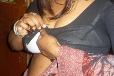 Bengali Bhabhi Saree Removing Images