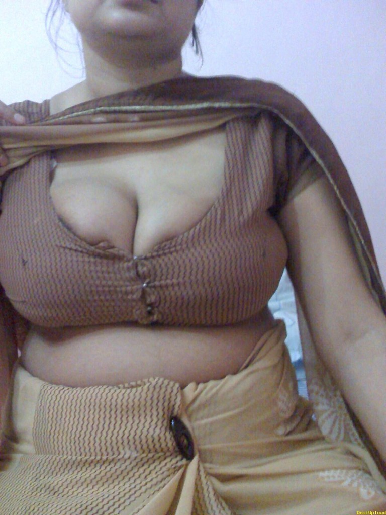 Indian big bobs aunty