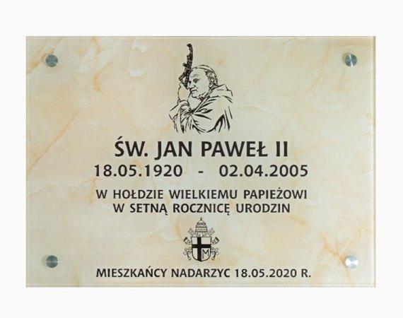 Szklana tabliczka pamiątkowa - w setną rocznicę urodzin Jana Pawła II