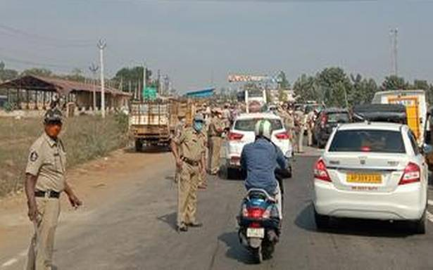 Police beef up security at inter-district borders | Hot India Report