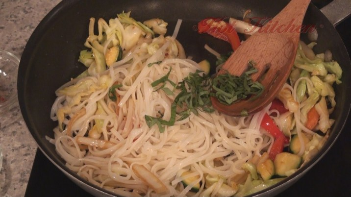 Hot Kitchen Phad Mein Recipe Demonstration