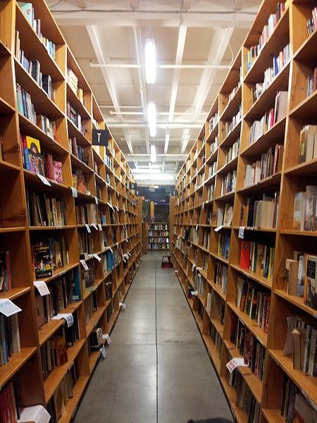 Powell's_Books,_Portland_(2014)_-_3