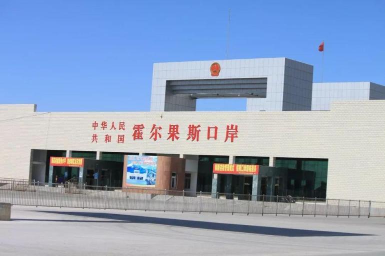 十年时间,中国北疆的不毛之地,建成繁华内陆港口