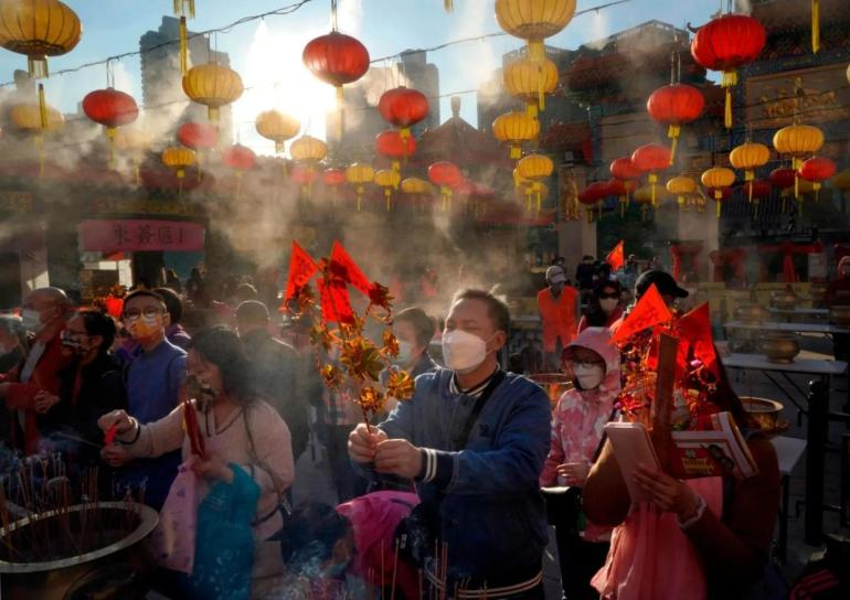 世界各地的华人不顾疫情,欢庆牛年