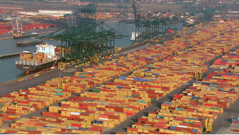 贸易摩擦+科技封锁,美国对华行动遭反噬,每年损失1900亿