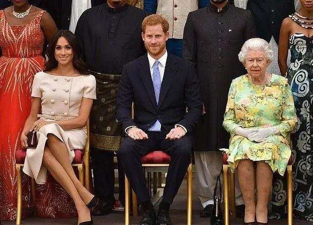 彻底撕破脸?英女王连夜剥夺哈里梅根多个头衔