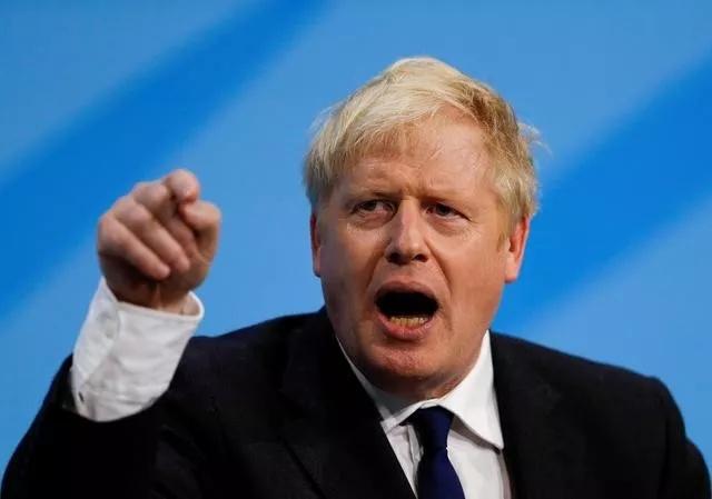 英国首相称抗议民众是暴徒!英国抗议引发骚乱,恐波及数十座城市