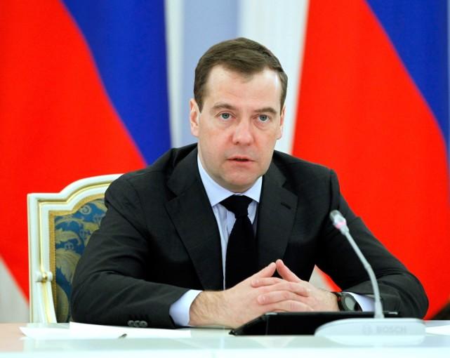 """美俄局势恶化,梅德韦杰夫重磅发声,""""重回冷战""""在全世界炸锅"""