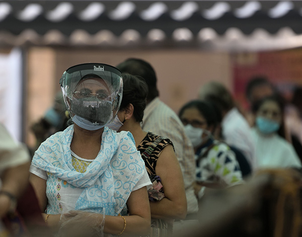 印度疫苗生产商高管跑了,美出口首批疫苗,没给印度,中俄行动