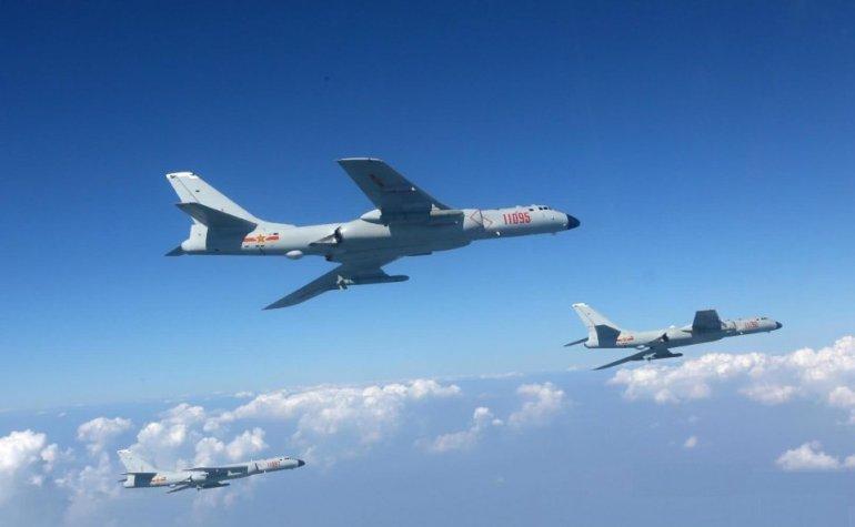 摊牌了!中方轰炸机警告美国,歼20进入南海,中方强化巡飞弹训练
