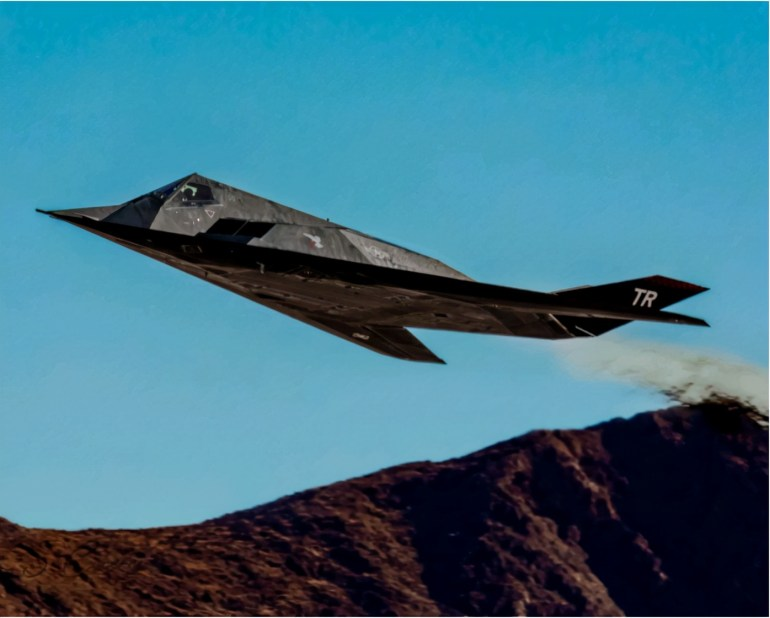 F-117正式复出!机动性不佳,能扮演歼-20给美国空军当陪练?