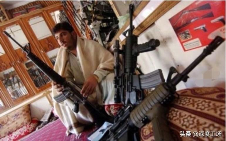 M-16步枪2400美元送夜视镜!塔利班将大批美国武器:倒卖巴基斯坦