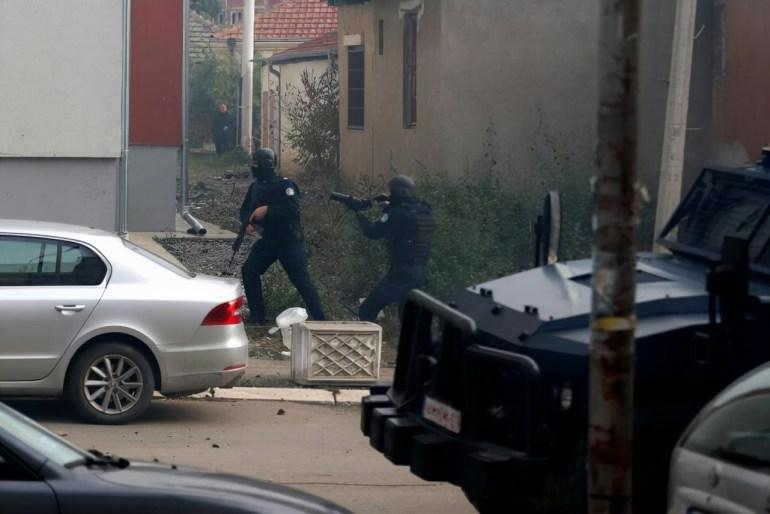"""科索沃警方在走私突袭中与塞族人发生冲突 武契奇指责""""西方大国"""""""