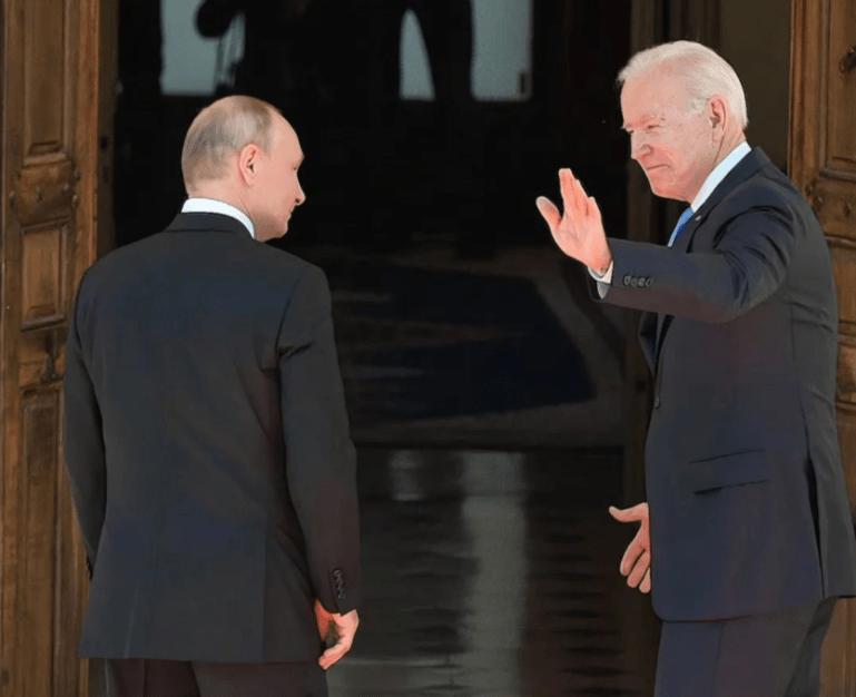 中美重新坐回谈判桌,美国开始全力对付俄罗斯,要求驱逐俄外交官