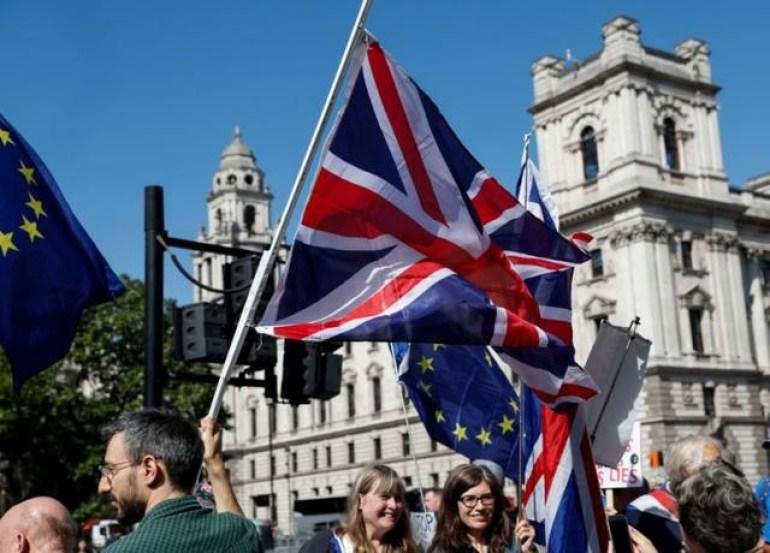 天道好轮回!英方终于自尝苦果,乱港分子在英国一把火轰动世界
