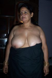 Hindustani sexy moti Auntys in saree and blouse photos