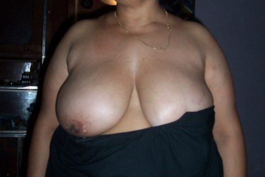 Hindustani sexy moti Auntys in saree and blouse photos