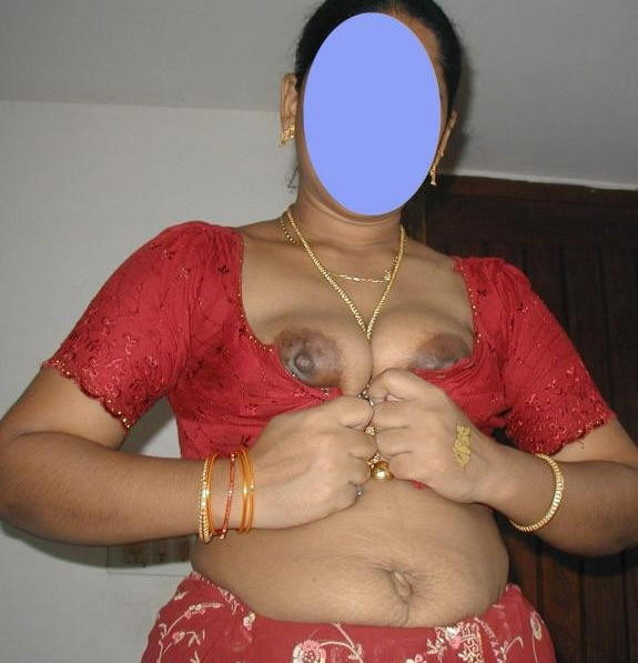 Indian Hot Mom Wear Red Blouse And Petticoat On Bed  Xxx Pics-3644