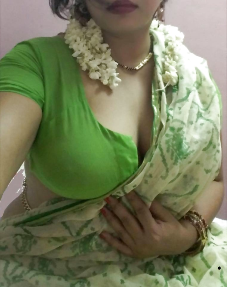 saree wife boobs xxx