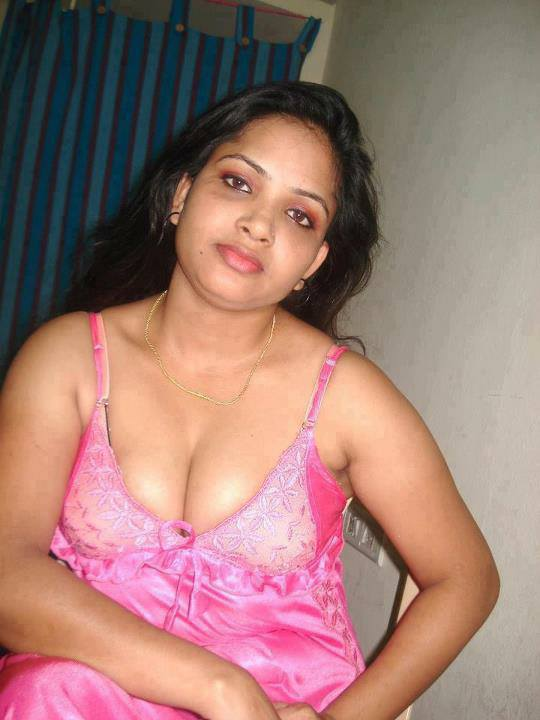 Saree Bhabhi Deep Cleavage Navel Xxx porno album-8976