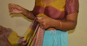 Chachi saree removing