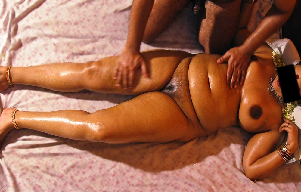 Sexey aunties nued bathing photos