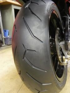 ハヤブサ タイヤ交換 (3)