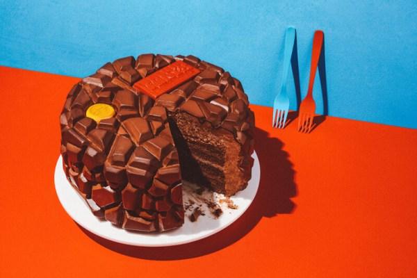 TONY'S CHOCOLONELY AMSTERDAM: MEGA CHOCOLATE BAR MET ETEN EN DRINKEN