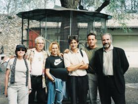 Phydias com sua equipe de filmagem em Barcelona.jA direita, o diretor de fotografia Javier Aguirezarobe. pg