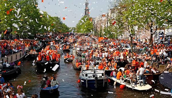 Koningsdag grachten Amsterdam