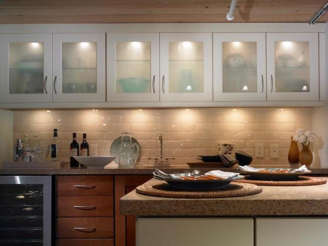 8 Great Ways To Dress up Your Kitchen Cabinets