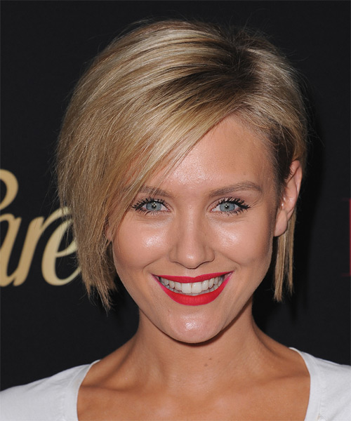 nicky-whelan-medium-straight-bob-hairstyle