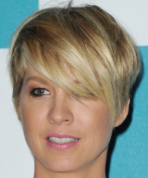amazing-short-haircut-with-side-bangs
