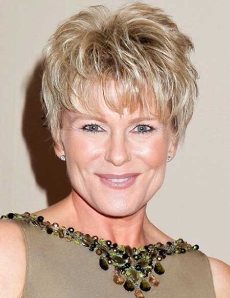 chic-layered-short-haircut-for-older-women