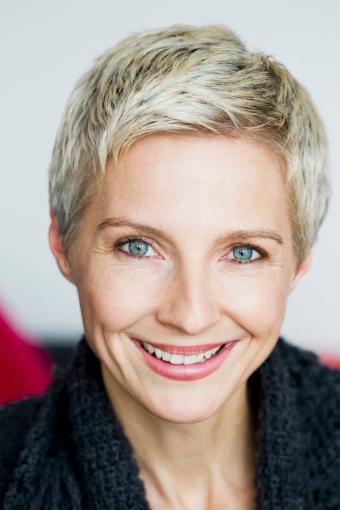25 Most Stylish Short Hairstyles for Older Women - Haircuts ...