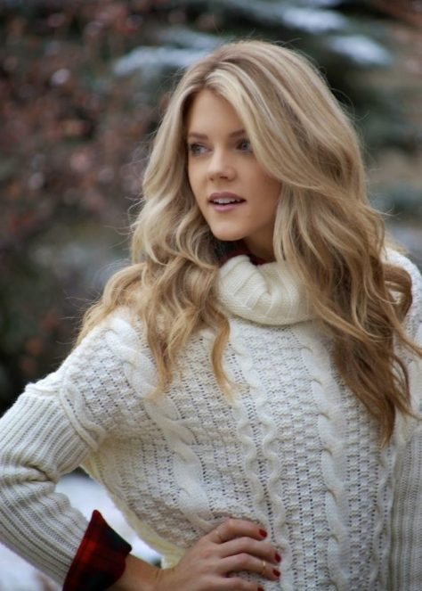 Middle Parted Wavy Blonde Hair
